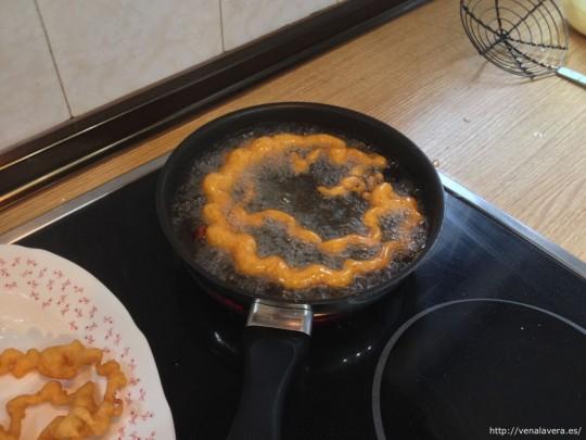 buñuelos en la sartén