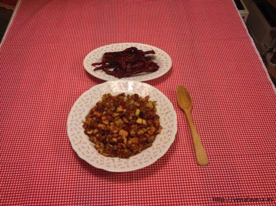 Migas extremeñas acompañadas de pimentos secos fritos
